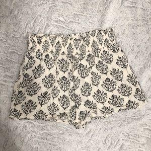 Cream with black detailing elastic waist shorts